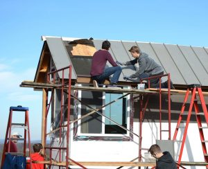 Tiny House Gets A Roof!